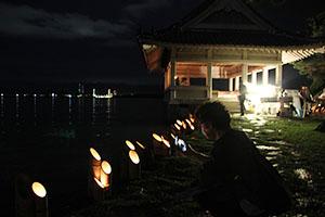 竹灯籠の光で浮かび上がる観海閣