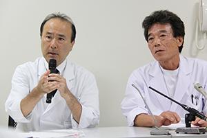 会見する吉田医師と住友副院長