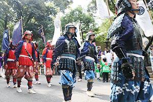 武者姿で巡行に参加した和歌祭保存会(紀州東照宮提供)