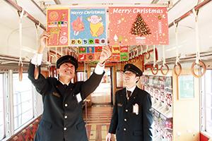クリスマス用の中吊りポスターを設置