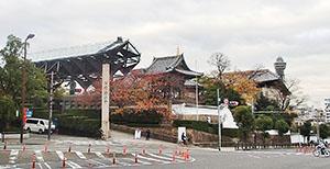 「一心寺」西に通天閣を望む