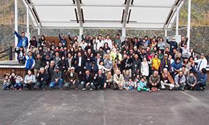 県内の移住者たちで記念撮影