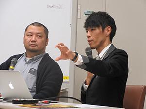 木川准教授㊧の質問に答えて講演する須藤さん