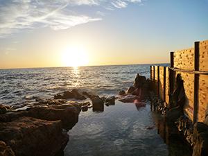 雄大な海の景色を楽しめる白浜温泉(県観光振興課提供)