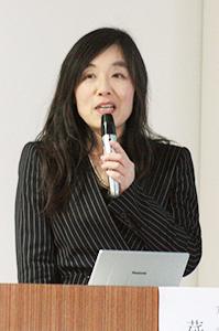 講演する莚井弁護士