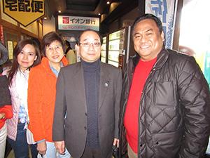 和歌山マリーナシティを訪れたゴーベル特使㊨、髙瀨部長㊥、一行の皆さん