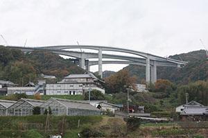 会場の京奈和自動車道