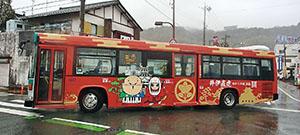 2体が描かれた路線バス