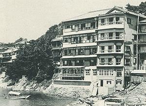 多くの宿泊客が訪れたかつての岡徳楼