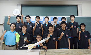 準優勝した桐蔭高校缶サットチーム