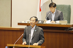 提案理由を説明する仁坂知事