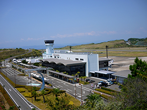 民営化を目指す南紀白浜空港(県提供)