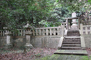 初代藩主徳川頼宣の墓