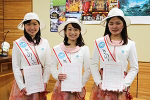 きのくにフレンズの(左から)尾鷲さん、小川さん、川口さん