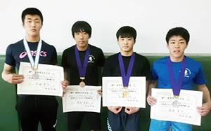内田、茂野、谷口、岡本の各選手(左から)
