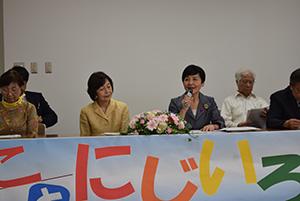 基本政策を語る島氏㊨と花田代表