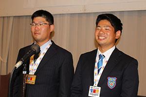 祝勝会で笑顔を見せる古川選手㊧と倉矢選手