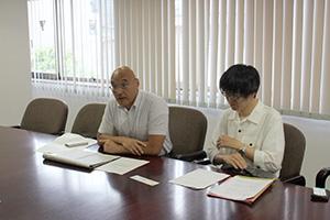 被害を相談してほしいと呼び掛ける藤井弁護士㊧と長岡弁護士