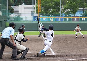 5回裏無死3塁、大谷が左翼線に適時2塁打を放つ(和歌山北)