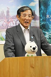 連携協定の意義を説明する仁坂知事