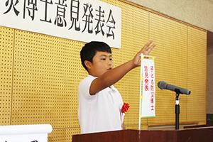 防災について思いを発表する児童