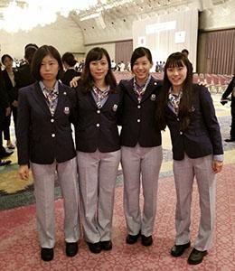 アジア大会に挑む東晟良㊨らフェンシング女子フルーレの選手