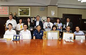 仁坂知事を訪問した11社の皆さん