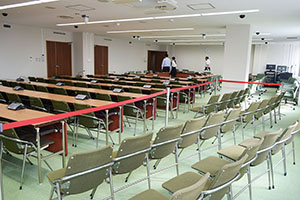 傍聴席の増えた第1委員会室