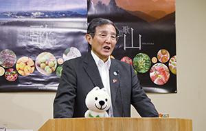 耐震化の状況を説明する仁坂知事