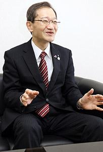 保険の動向や魅力を語る木村社長