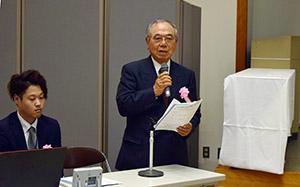 大賞「花と緑で温かいまちづくり」について発表する森川理事長