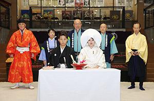 「土俵婚」模擬挙式のリハーサルで(三浦代表提供)
