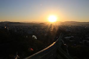和歌山城天守閣から望む初日の出