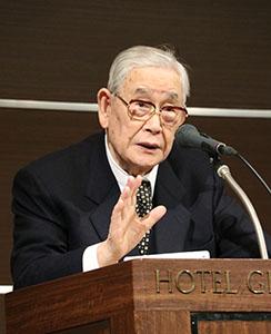 講演する森田さん