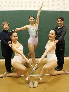 3選手と指導者(左から嶋代表、真未さん、大畑さん、美子さん、櫛田さん)