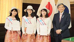 きのくにフレンズに選ばれた(左から)羽山さん、竹下さん、角谷さん