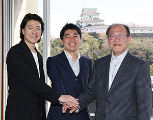 映画製作へ意気込む(左から)豊原さん、外山監督、前田さん