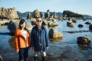 観光地の橋杭岩で(NHK提供)