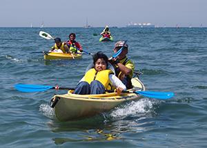 カヌーを楽しむ参加者