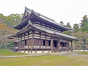 重層の屋根を持つ大伝法堂