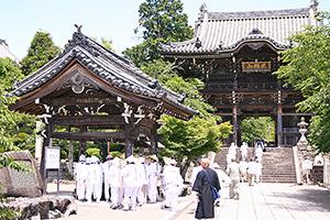 巡礼者が訪れる第三番札所・粉河寺