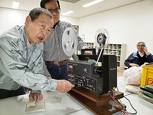 今回使用する映写機エルモGS―1200(和歌山映像クラブ提供)