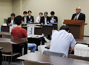公正な選挙を呼び掛ける小濱委員長
