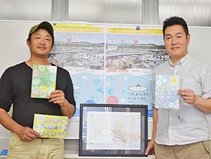 手掛けたイベントのチラシを手に吉川代表㊧と山本取締役