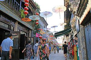 明・清時代の街並みが残る周村古商城の大街