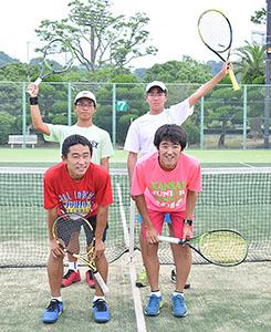 5連覇した男子団体メンバー(左上から時計回りに小川君、冷水君、吉崎君、三宅君)