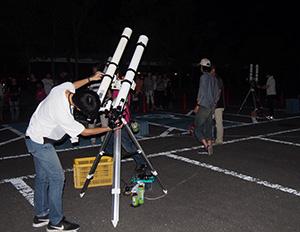 観望エリアには望遠鏡がずらり