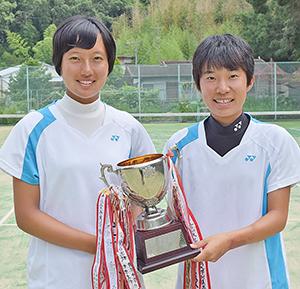 優勝した多田さん㊨と前本さん