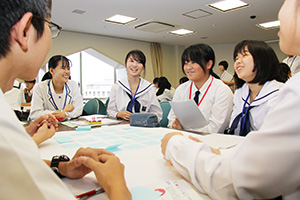 理想とする総文祭へ、意見を出し合う高校生たち
