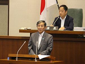 県政の最近の動きを報告する仁坂知事